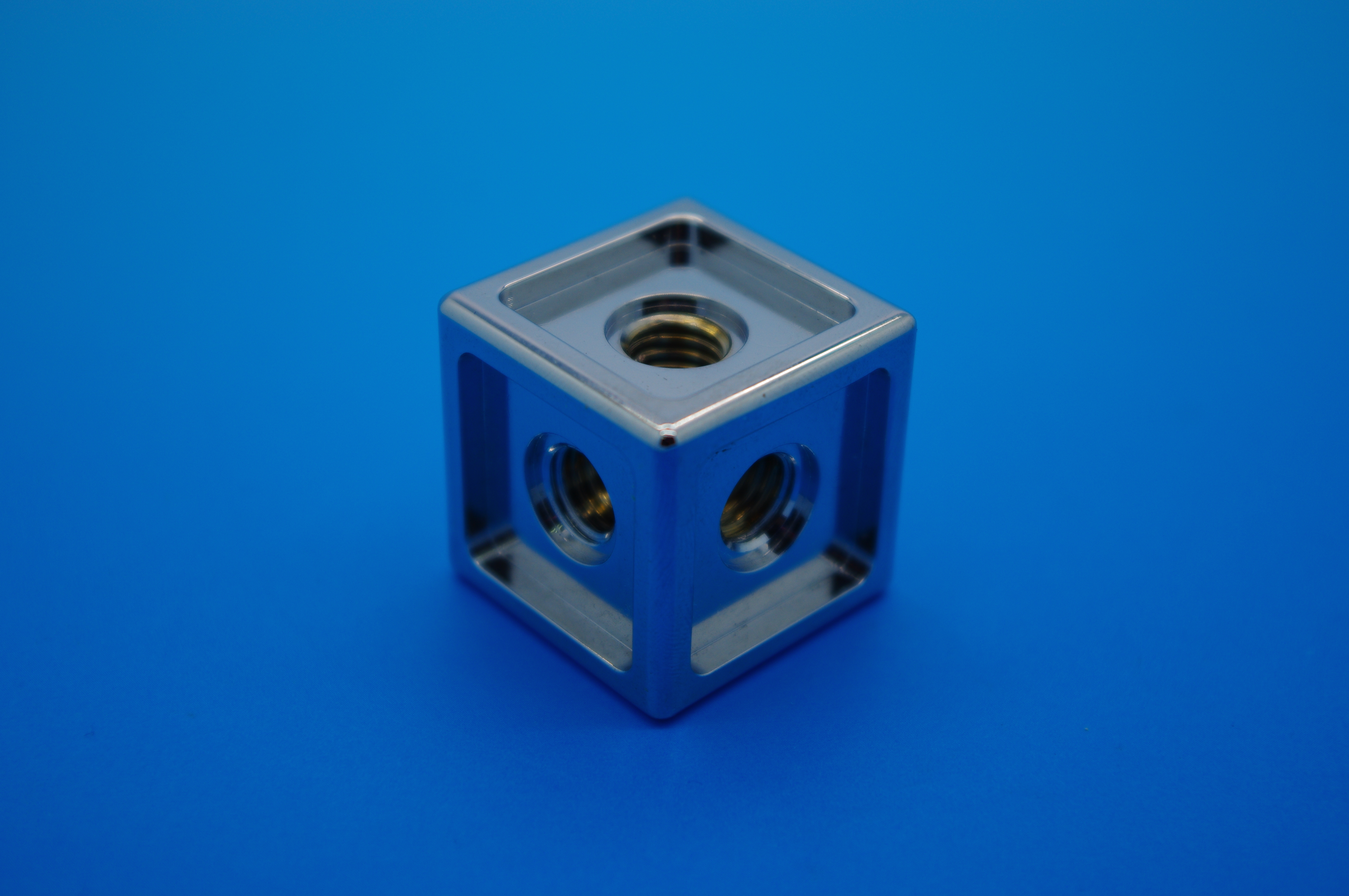 [:en] cube machined in China [:fr]Cube usiné en Chine