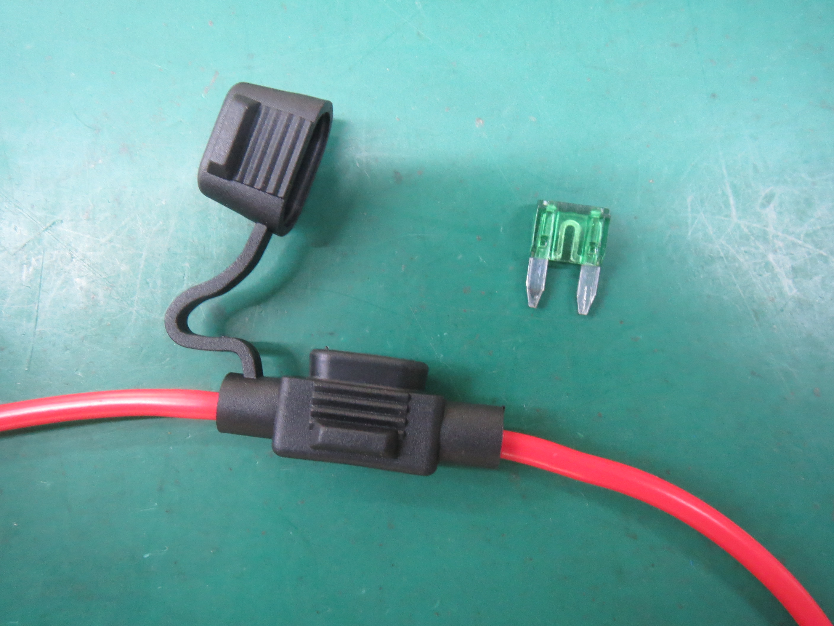 Electric cable assembled with fuse