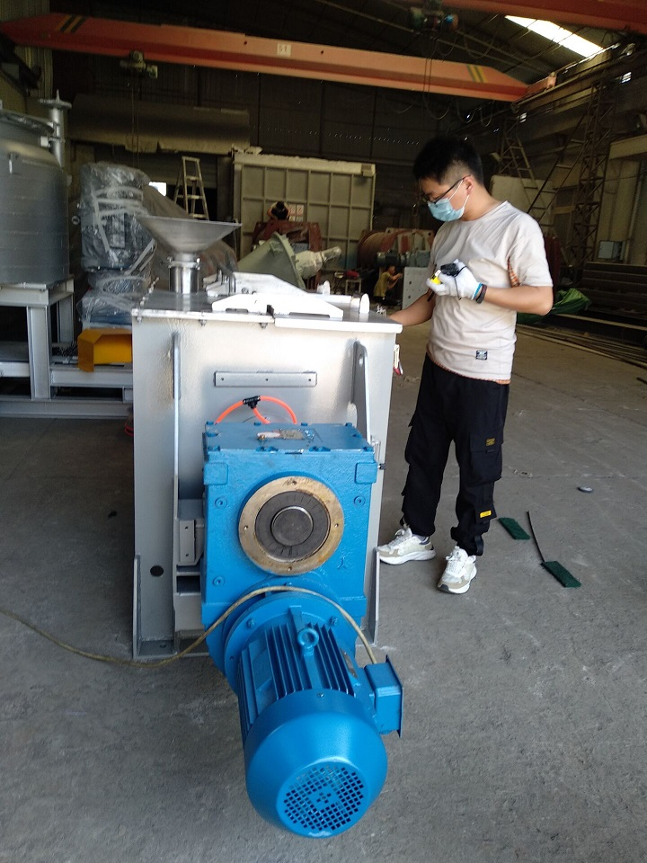 Equipement check before loading Shanghai